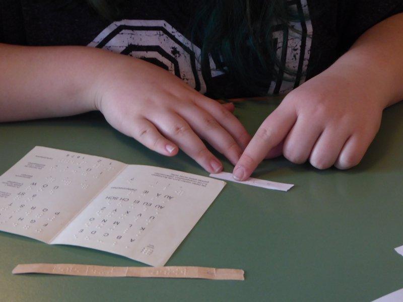 Lesen mithilfe der Brailleschrift